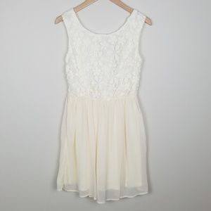 Dresses & Skirts - White Lace and Tulle Skirt Dress Size Medium